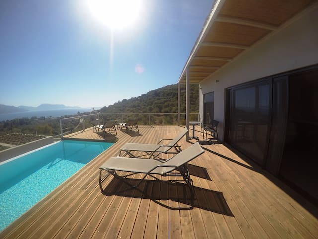 Villa Ioanna. 3 bed,private pool, stunning views