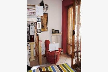 NICE PLACE IN THE HEART OF PARMA - Parma - Apartment