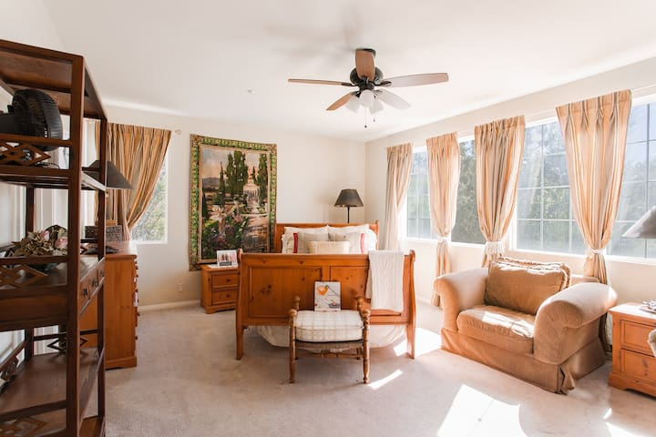 Master Room in Mountain Oasis Mansion Estate