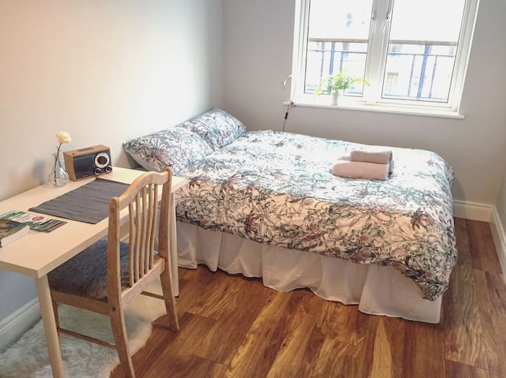 Comfy Private Single Bedroom! City Centre!