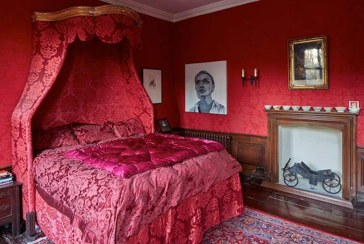 King Charles' Bedroom, the Manor - Harlington