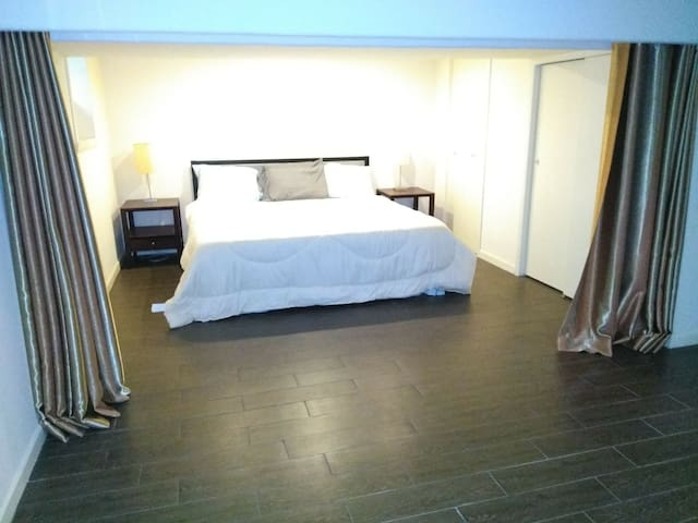 Full apt near NYC! FREE Parking $59 March only!
