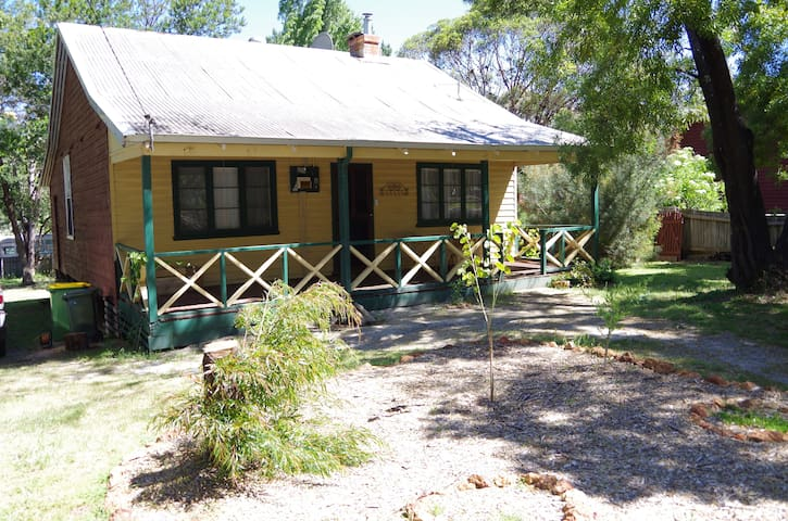 Cute timber cottage close to Dwellingup forest