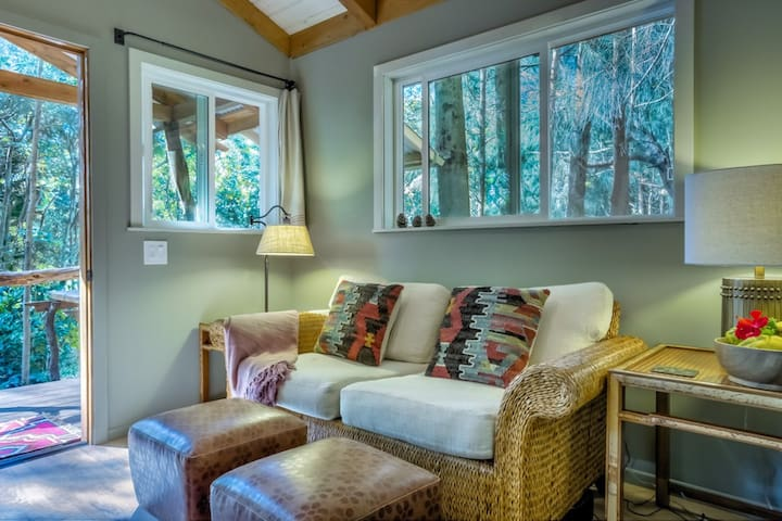 Charming Cabin in the Woods/Air-Con in Bedroom