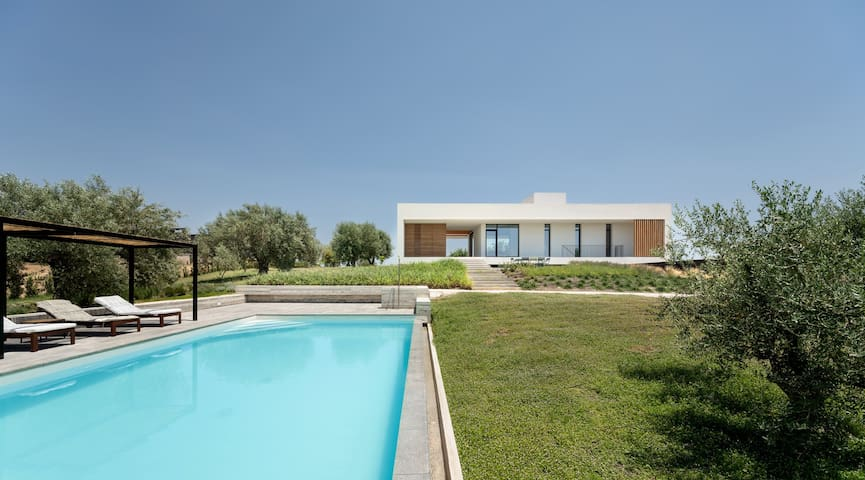 Villa Uccelli - pool, views and tranquility