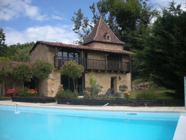 Fenoul: propriété de caractére - Saint-Bressou - Huis