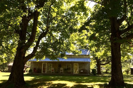 Peaceful & Charming Farm Cottage 2B - Chapmansboro - Hús