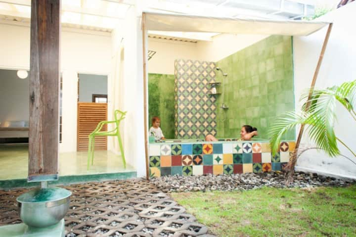 Contemporary Villa in Center of Town- Rumah Mangga