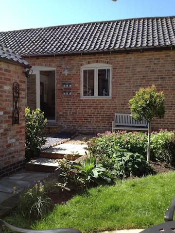 Spacious 1 bed barn conversion in pretty village