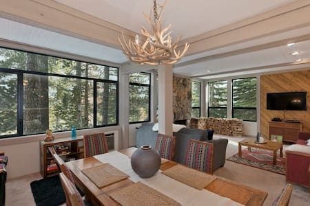 Escape to Mammoth Lakes Treehouse! Cozy & Stylish