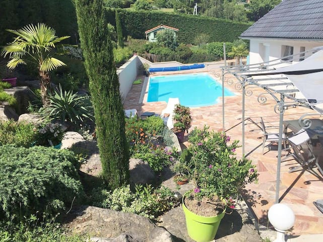 Chambre - villa avec piscine, EURO 2016 St-Etienne - Villars - วิลล่า