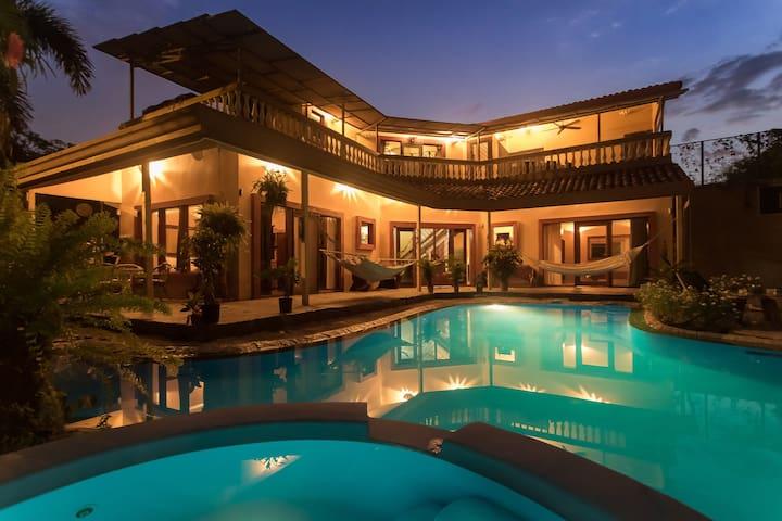 Tropical Villa Compound Downtown Jaco (Sleeps 12)
