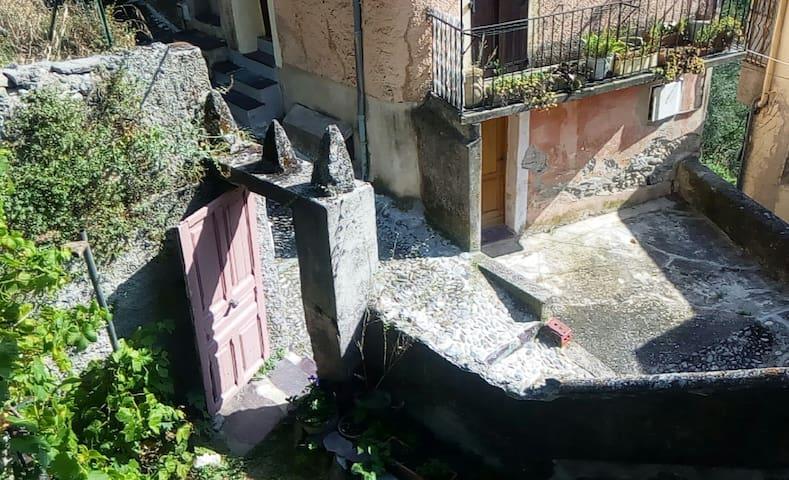 Appartement entre mer et montagne - Saorge - Apartamento