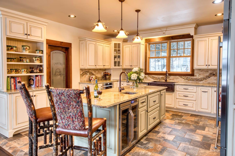 HemLocke Lodge Kitchen additional view