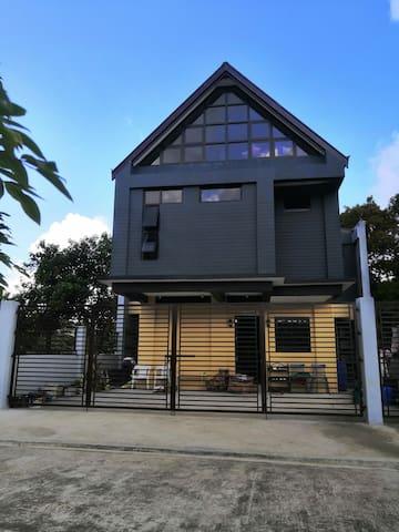 The Attic Mountain Lodge - Tagaytay