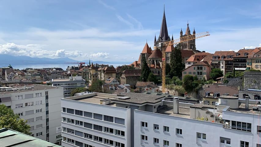 ✭♛NEW Spacious Loft w/ Stunning Cathedral View會說中文