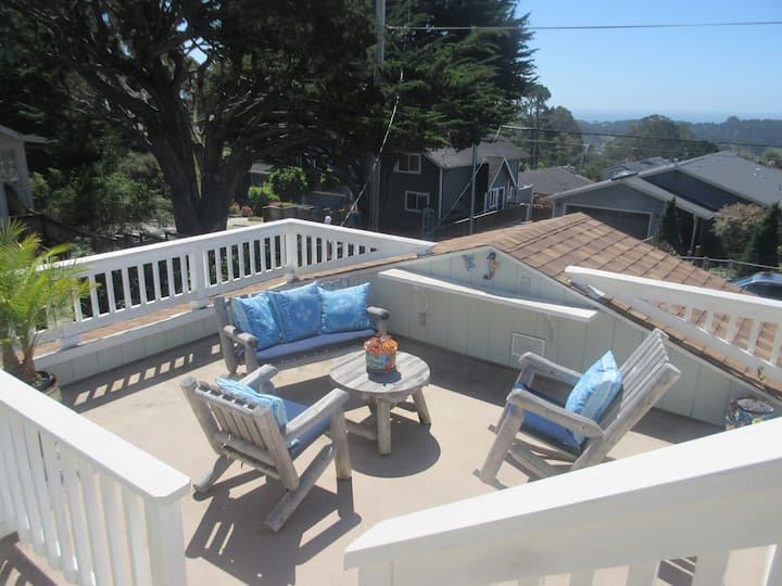Enjoy Ocean Views, Hot Tub, Fire Pit & Remote Work