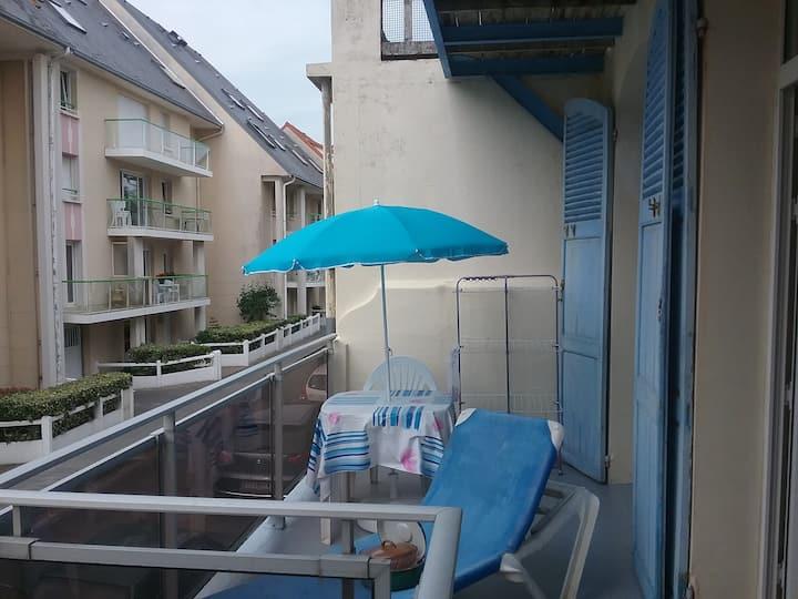 studio 4 personnes 1er étage à 100m de la plage
