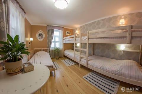 Hostel Shiksha send room