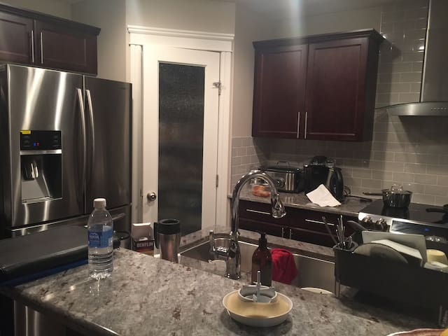 Rooms to Let in a Brand New House - Edmonton