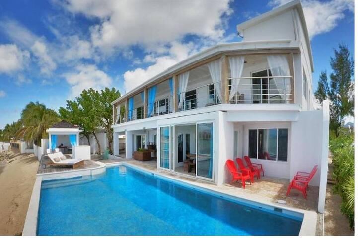5 bedroom villa walking distance from Maho beach