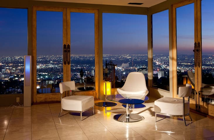 Hollywood Hills On Top of the World, ENDLESS VIEWS