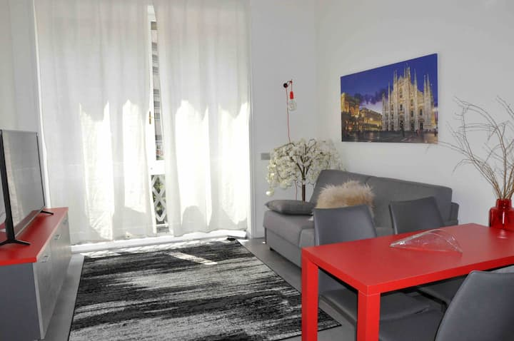 CHIC APARTMENT NEXT to Duomo square