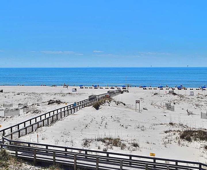 Beachfront - Amazing views - Lots of Amenities