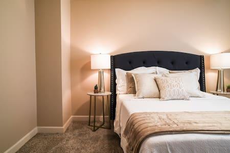 Overland Park 2-bedroom perfection - Overland park