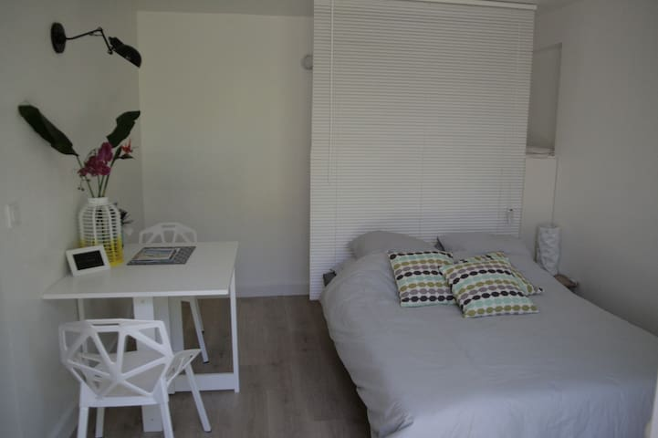 Lovely studio with small garden - Noumea - Appartement