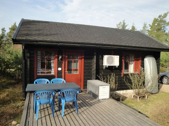 Cottage with sea view at Vänern for 3-4 people