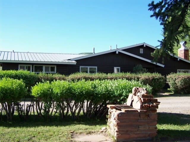 The Roosevelt Cabin - Rolling R Guest Ranch