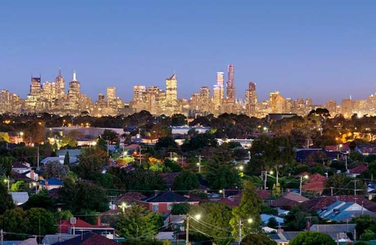 PENTHOUSE WITH AMAZING VIEWS-MELBOURNE CBD