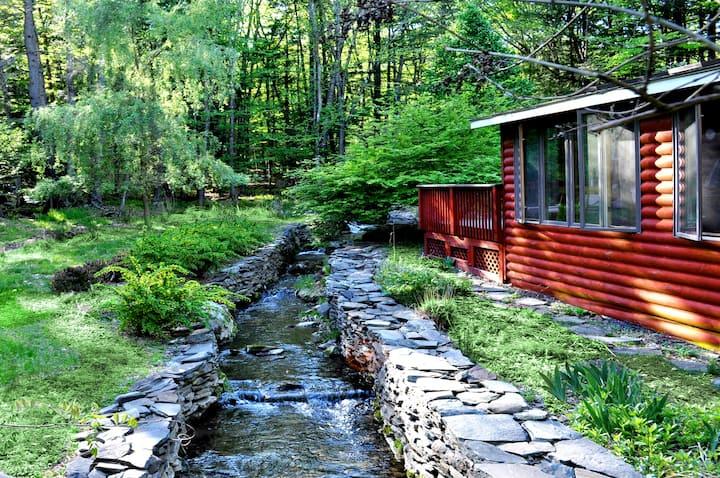Three Bridges Retreat on 4 acres (Main House)