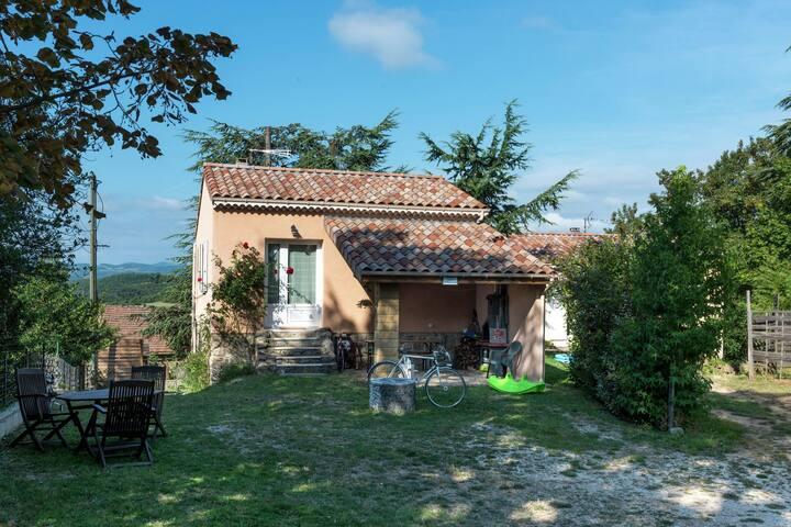 Modern en comfortabel vakantiehuis in Noord Ardèche