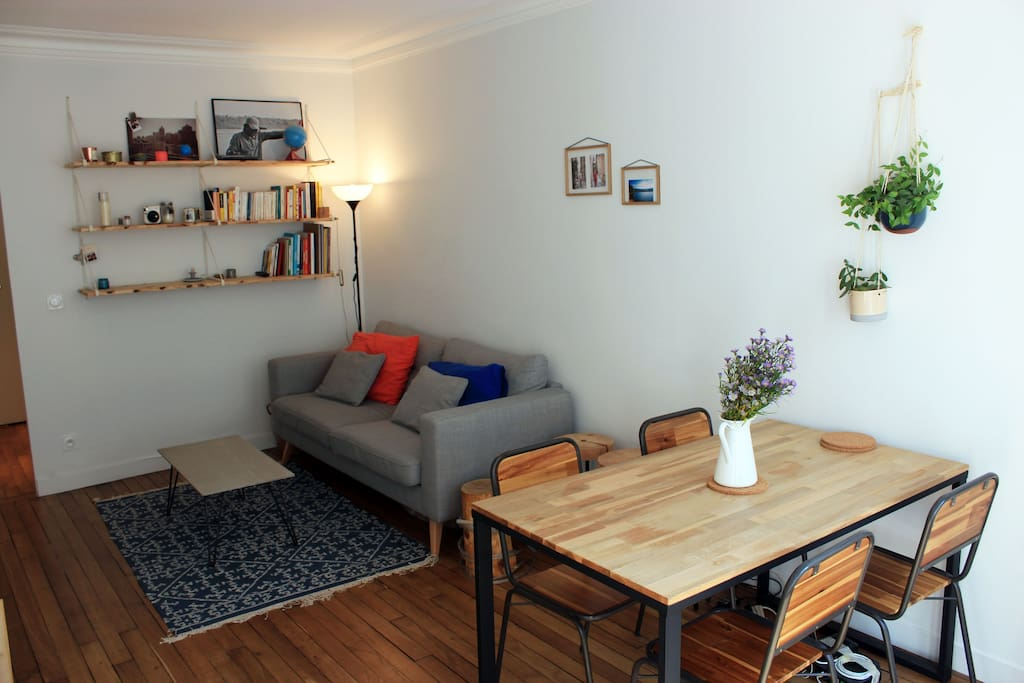 Cosy living room with dining table