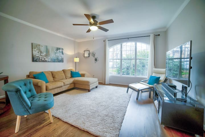 Amazing location in ATL! Inman Park Stunning 2BR