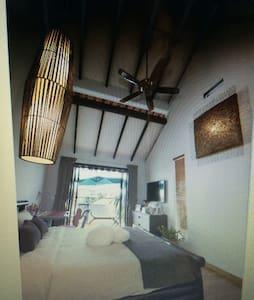 Balinese Style Terrace - Singapura - Rumah