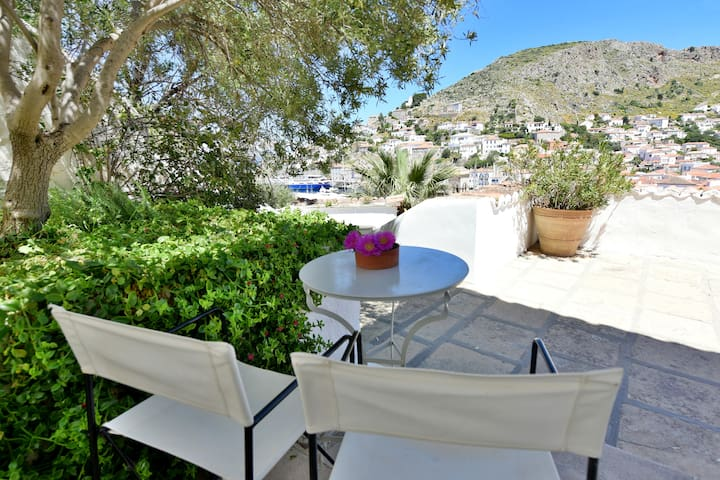 Hydra Captain's home, port view, wifi, for2
