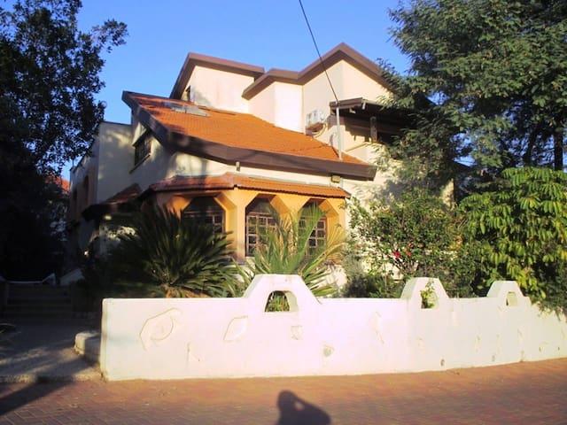 MC Home - Hashmona'im - Huis