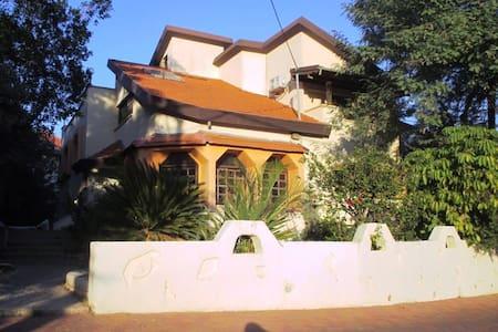 MC Home - Hashmona'im - Σπίτι
