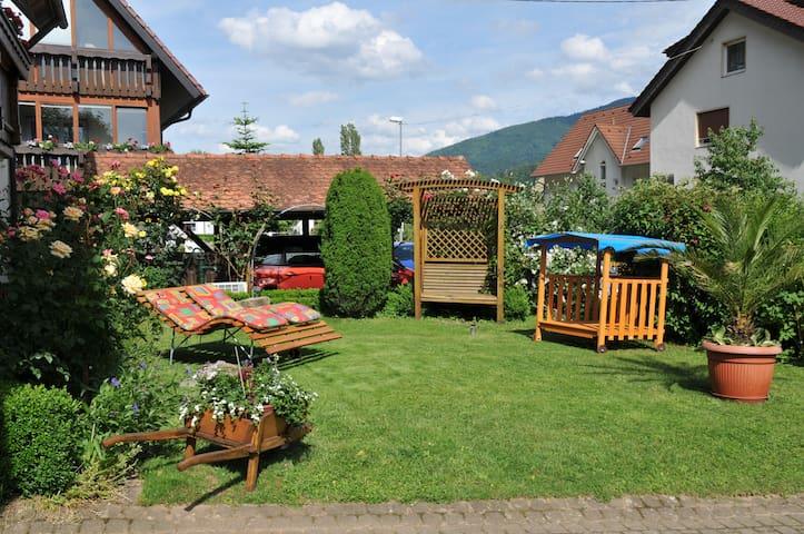 Ferienwohnung am sonnigen Garten