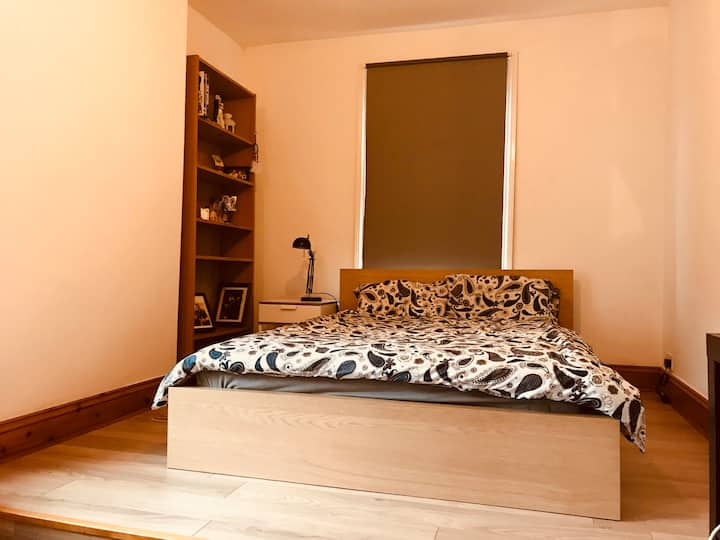 Double Room In A Peaceful Flat In East London