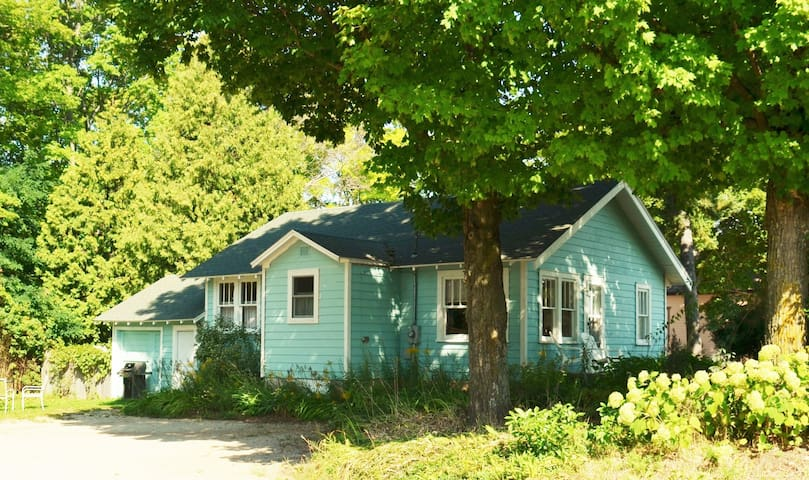 Village Cottage - walkable to waterfront and town - Egg Harbor - Hus