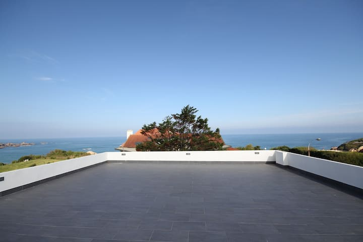 Villa Trinidad : swimming pool, sea view, beach