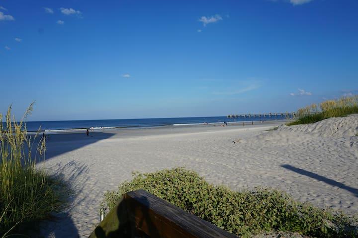 Beach Getaway-Flagler House - Jacksonville Beach - House