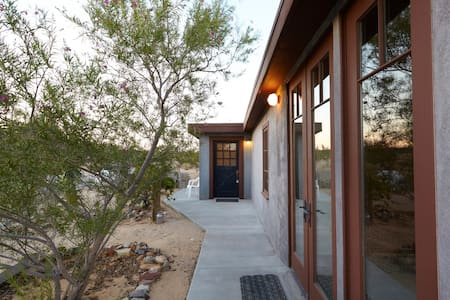 Desert Dreamhouse in Joshua Tree - Joshua Tree - Bungalow