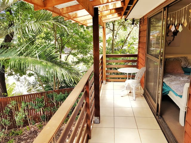 Spacious 1 BR w/balcony Near Koalas & Mt Coot-Tha