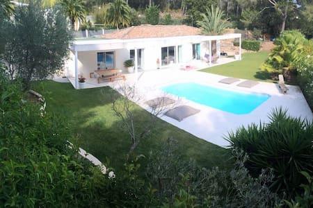 Villa contemporaine dans la campagne Marseillaise. - Marseille