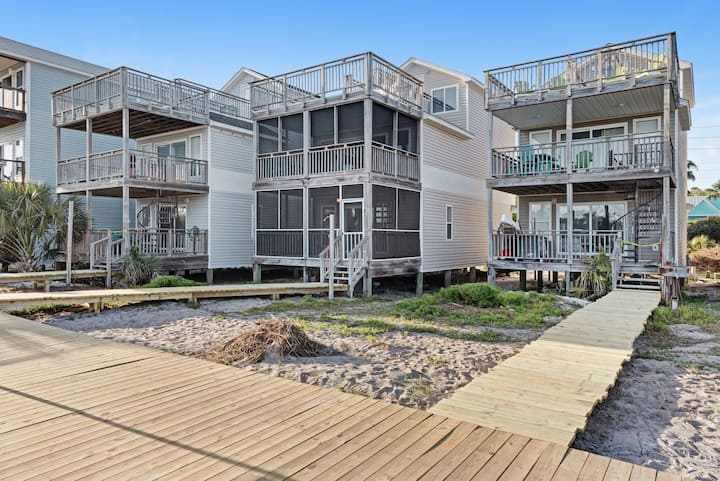 Beachfront home with screened porch with boardwalk access to a shared pool!